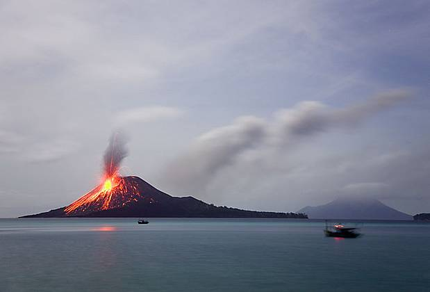 krakatau tour night trip
